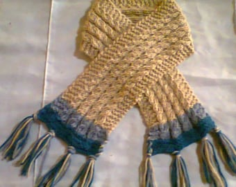 Scarf knitted with sticks