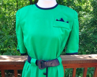 Vintage green dress. Size 10 emerald shift. Notre Dame Fan Dress. 1980s dress with shoulder pads. Lady Carol day dress. Short sleeves.