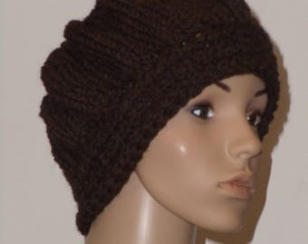 Knitted hat in dark brown with reddish brown