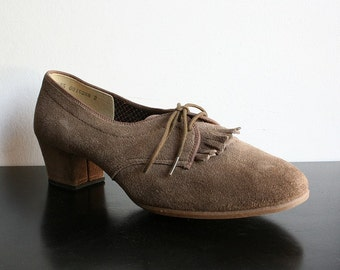 Vintage Shoes Camel Vintage Outdoorables by Daniel Green Preppy Shoes - size 7.5 US narrow fit - Office Fashion Preppy Style