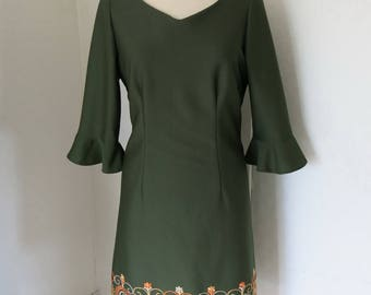 Green vintage dress with embroidery
