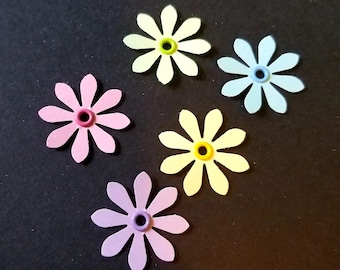 25 Pastel Daisy Punchies Adorned With Matching Eyelets