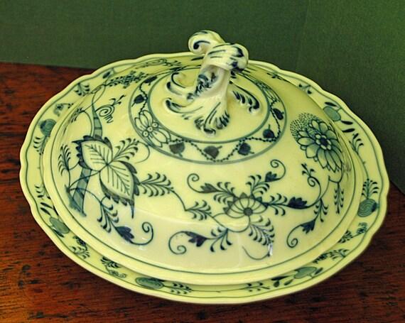 "Reduced Antique Gorgeous KPM BLUE ONION Scallop Rim Round Covered Vegetable Dish Porcelain Glaze 10 7/8"" Di w/ Twisted Knob German Porcelain"