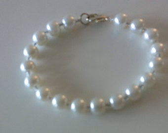 Light silver glass beads bracelet.