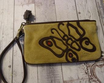 Sac en daim Vintage COACH Wristlet Beige w / conception de papillon brun foncé, 7 po X 4 po., sac de rangement inclus