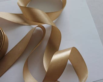 1 meter of beige 25mm satin ribbon