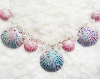 Mermaid Shell Necklace / Mermaid Necklace / Seashell Necklace / Pearl / Iridescent / Kawaii / Necklace