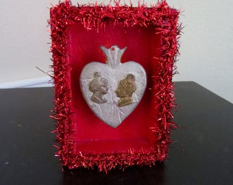 Vintage Amor Lovers Sacred Heart Milagro Shrine- Perfect for your sweetie