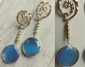 Earrings with agate, Hematite and monachine gilt brass