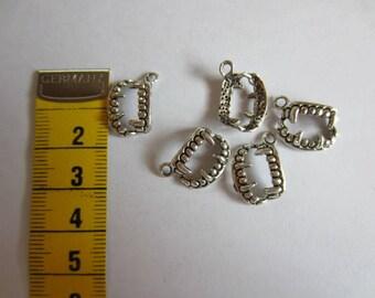 5 x Silver/bronze vampire bitten Pendant