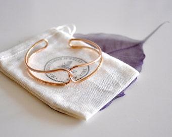 Metal Intertwine Love Cuff Bracelet