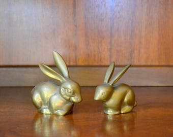 vintage brass bunny rabbit figurines / brass animal / easter bunny home decor