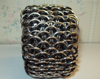 Chainmaille Dragonscale Cuff Stretchy Bracelet, EPDM Rubber Rings and Anodized Aluminum Chainmail Rings. Chain Mail Jewelry