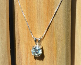 Classic Sterling Silver Necklace with Brilliant Off White Moissanite