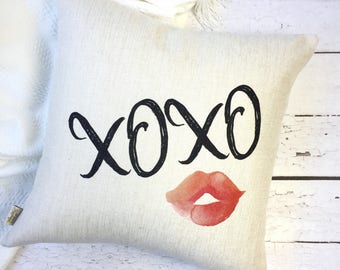 Valentines Day Pillow Cover - Hugs and Kisses Pillow - Love Pillow - XOXO Pillow Cover - Valentines Day Gift - Gift for Her - Lips Pillow
