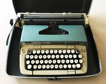 Vintage Typewriter Smith Corona Typewriter Manual Typewriter Vintage Galaxie Deluxe Typewriter Vintage Office Decor Green Typewriter In Case