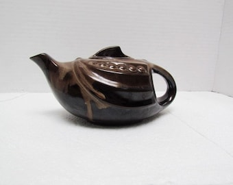 1950's Pottery Teapot,Aladdin Style presented by Amazing Treasures Shop