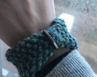 Knitted cuff motivational bracelet
