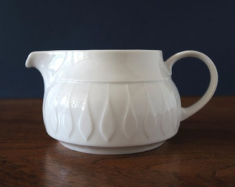 Thomas Lanzette sauciere or gravy boat by Tapio Wirkkala for Thomas Rosenthal group, Germany, white, collectible, butter dish