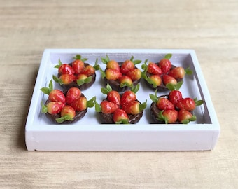 Miniature Strawberry Pie in the wooden tray,Miniature Cakes,Miniature Food,Miniature sweet,Fruit Cakes,Dollhouse Bakery,Chocolate cakes