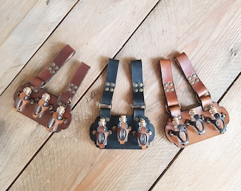 Belt Potion holder for 3 small bottles. Made of vegetal tanned leather for adventurers, steampunk, alchemist, healers or cosplay