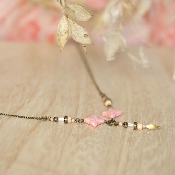 Pink boho necklace 'Aphyllanthe' stars with floral pattern, brass chain, wooden and glass beads