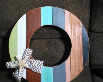 Beach theme with beach colors in this wreath adds a bit of beauty for your room.