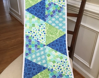 Quilted table runner, triangle table runner, Reversible quilted modern table runner