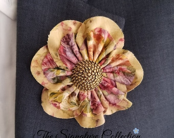 Daisy Folded Fabric Flowers - Vintage Floral Pattern - Pin and Clip - Vintage Fabrics