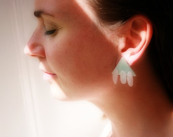 Moderne Rosenquartz Ohrringe, Geometrische Quartz Ohrringe, Dreieck Ohrstecker, Satement Ohrringe in hellblau und rosa, Grosse Ohrstecker