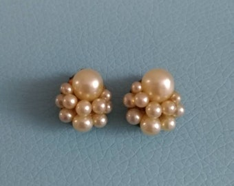 Vintage pretty pearl cluster clip on earrings