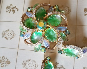 Vintage Retro Costume Jewelry Clip on Earrings and Brooch Set