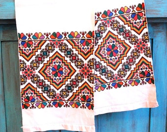 Rushnyk/ Towel from Ukraine / hand embroided textile / old embroidery / Ukraine folk art