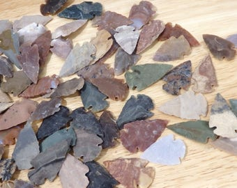 """Mixed Agate Hand-knapped Arrowheads. 1"""" (wire-wrapping, macrame stone gemstone arrow head american green brown tan black grey gray)"""