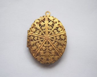 Victorian motif medium brass locket