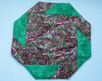 Table Topper, Quilted, Holiday, Green