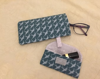 Pretty glasses case/pouch with a matching lipstick/lipsalve case. Made with coordinating fabric.