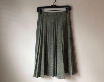 Union Made Plaid Pleated Skirt - Medium