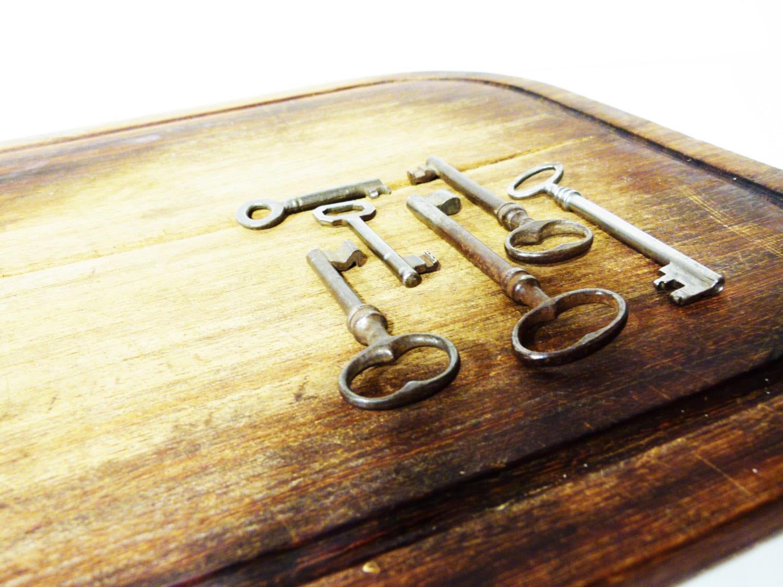 1 Set of 6 antique keys of different size \'40s - old keys - ancient ...