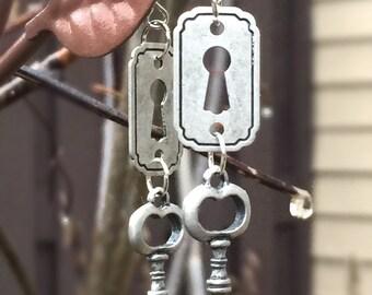Silver Victorian Earrings, Silver Steampunk Earrings, Steampunk Skeleton Key Earrings, Steampunk Key Hole Earrings