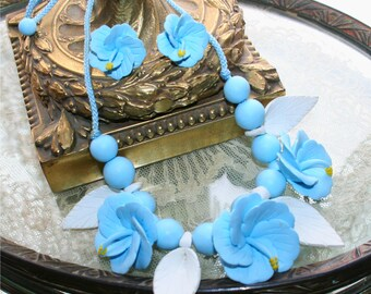 SALE Vintage 80s Hawaiian Tropic Blue & White Artist Design Flower necklace with matching earings