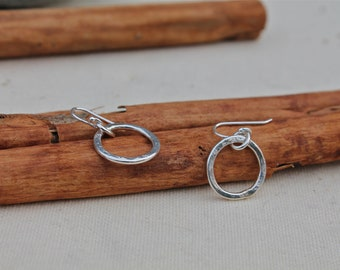 Silver Hoop Earrings. Sterling Silver Small Circle Earrings. Hammered. Simple. Mimimalist. Shiny. Wear with everything.Dangle. little.