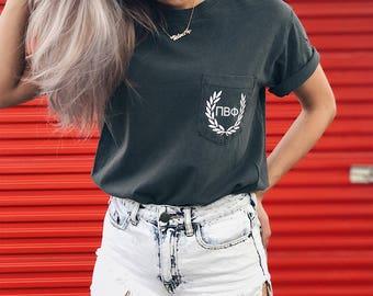 Pi Beta Phi Comfort Colors Laurel ΠΒΦ Unisex Pocket T-shirt