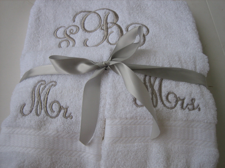 Mr mrs monogram towel set personalized wedding towel set for Embroidered towels for wedding gift