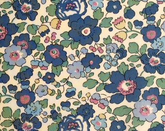 """NEW: Betsy M Liberty Fabric scrap pink blue green creamy white 10"""" x 10"""" square (25,4 cm x 25,4 cm) The Weavers Mill"""