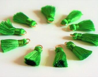 2 tassels, green, nylon, 2 cm