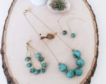 Turquoise acrylic marble ball necklace