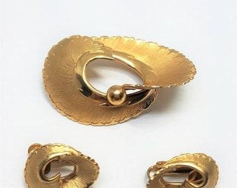 25% OFF SALE Coro Pegasus Vintage Pin and Earrings Set