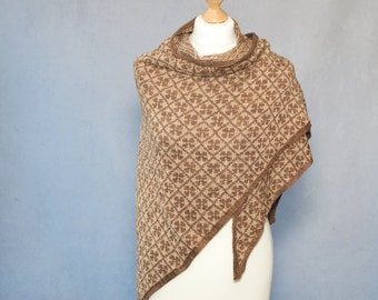 "Knitting pattern for triangle shawl ""Tessa"""