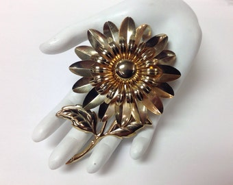 Vintage Large Gold Tone Daisy Flower Pin, Gold Tone Daisy Brooch, Daisy Brooch